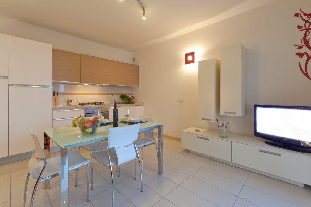 Appartamenti residence riccione in centro vicino al mare for Immagini di appartamenti moderni